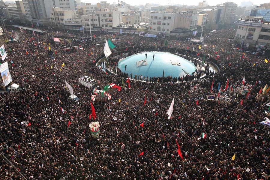 Decenas de miles de personas homenajearon a Soleimaní