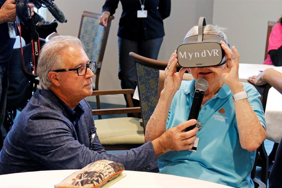 La realidad virtual: nueva gran amiga de la tercera edad en Florida