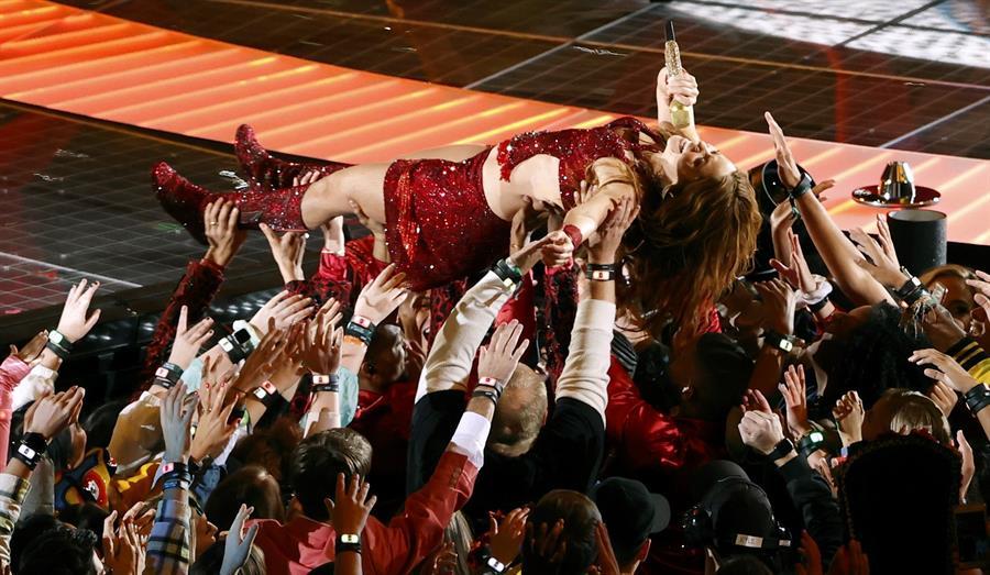 Shakira se dio un baño de público en el Super Bowl