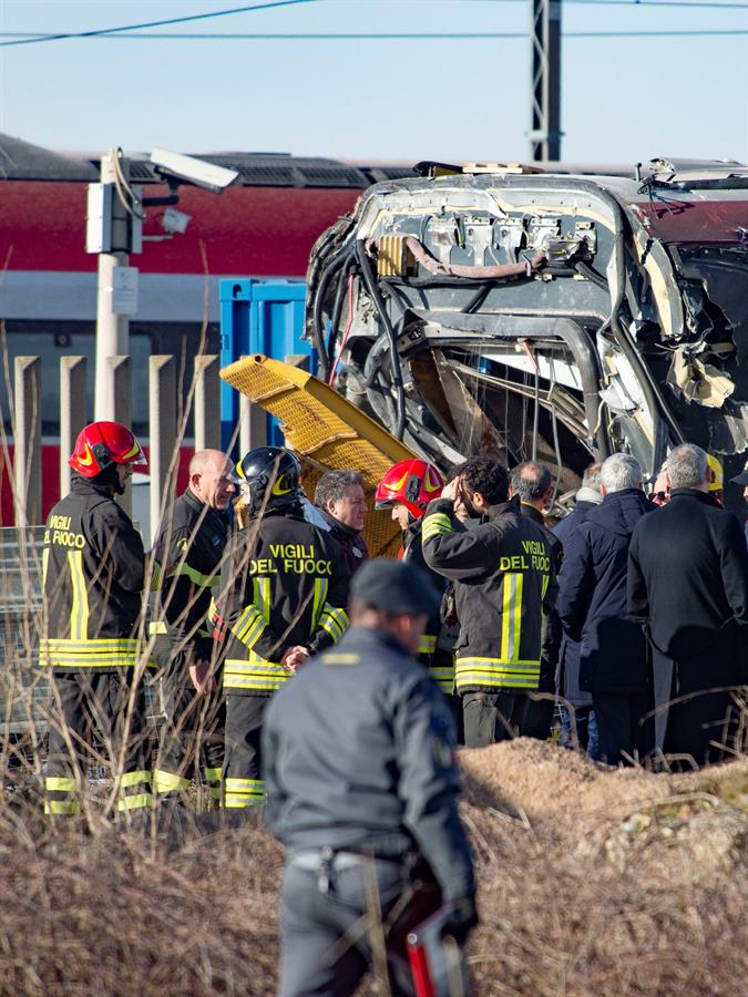 Dos muertos y 27 heridos por descarrilamiento de tren en Italia