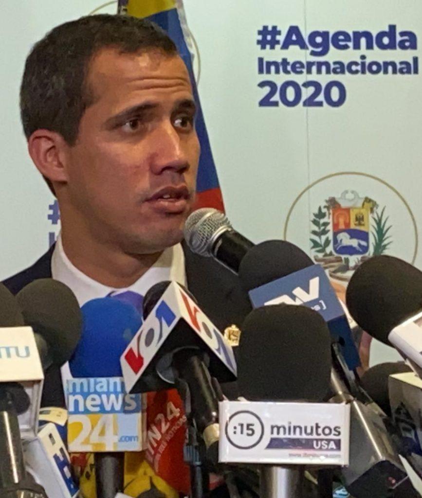 Juan Guaidó en rueda de prensa en Miami