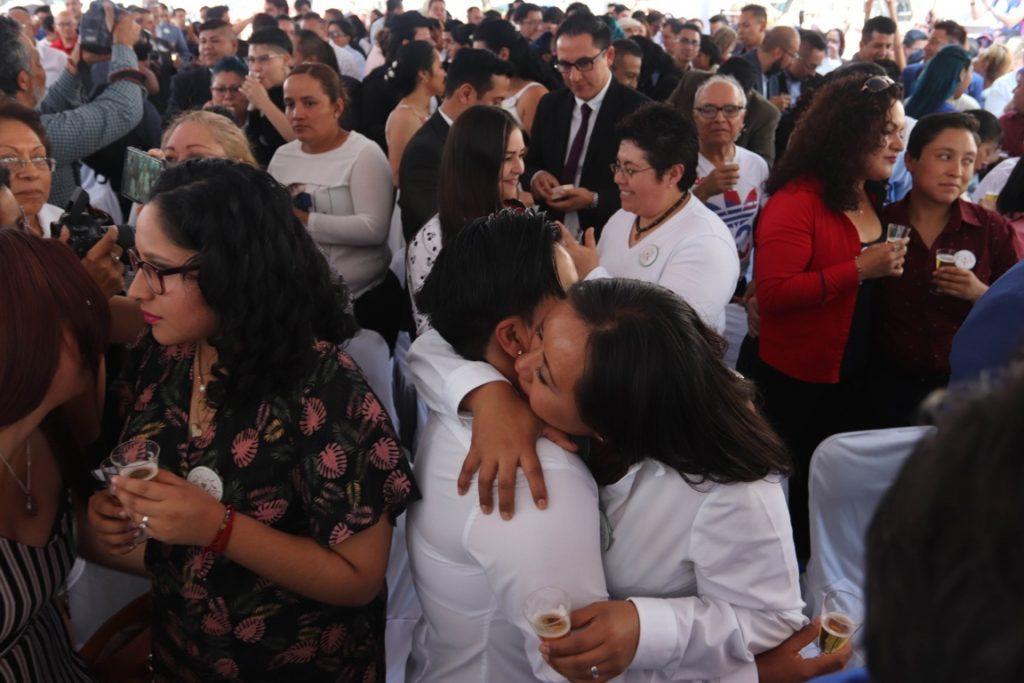 Boda colectiva celebra 10 años de matrimonio igualitario en México