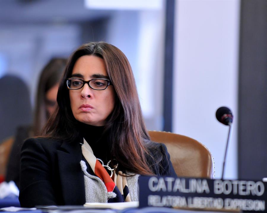 """Una exprimera ministra y una exrelatora de CIDH, en el """"Supremo"""" de Facebook"""