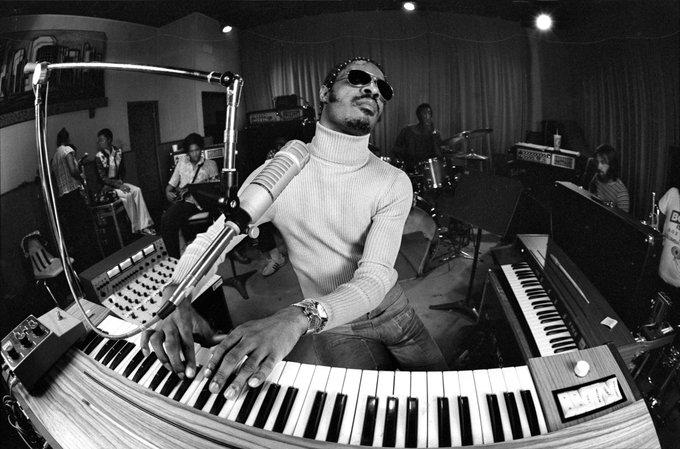 Stevie Wonder cumple 70 años entregado a las causas sociales