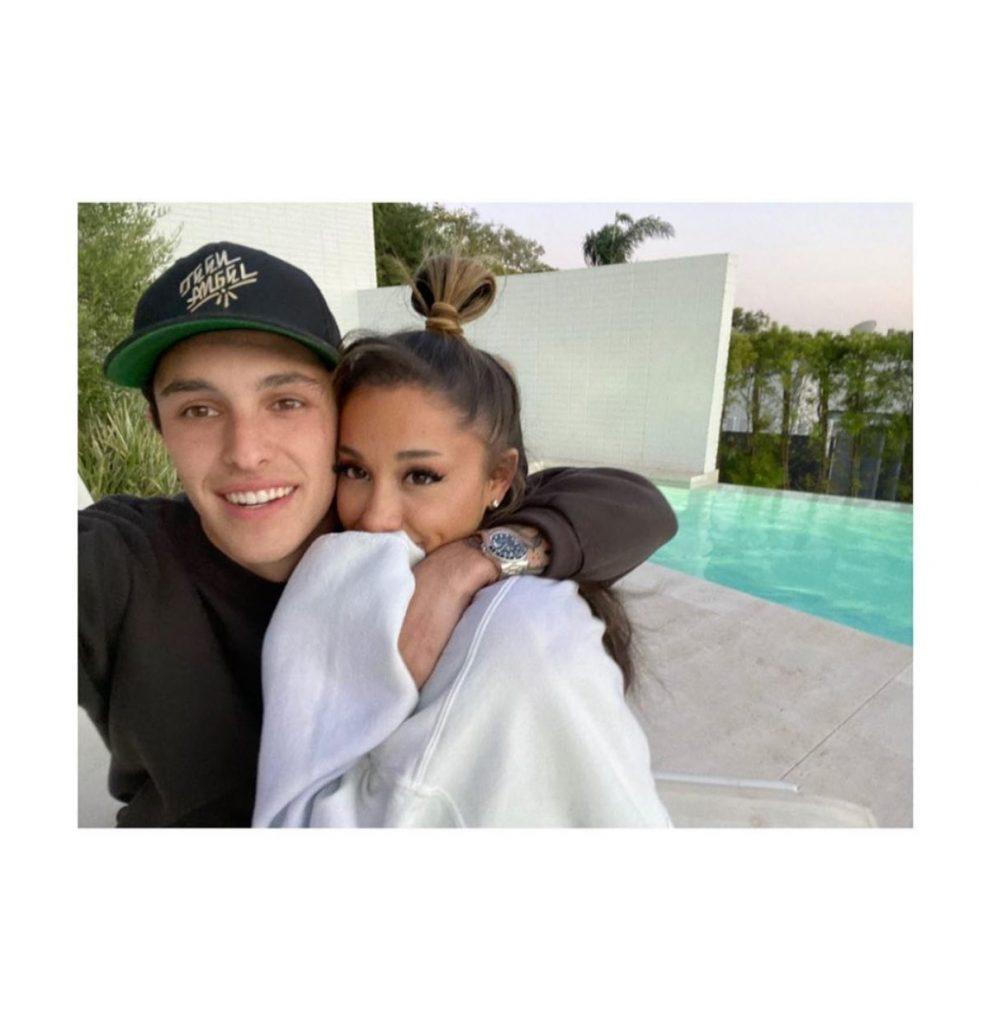 Ariana Grande hace oficial su relación con Dalton Gomez