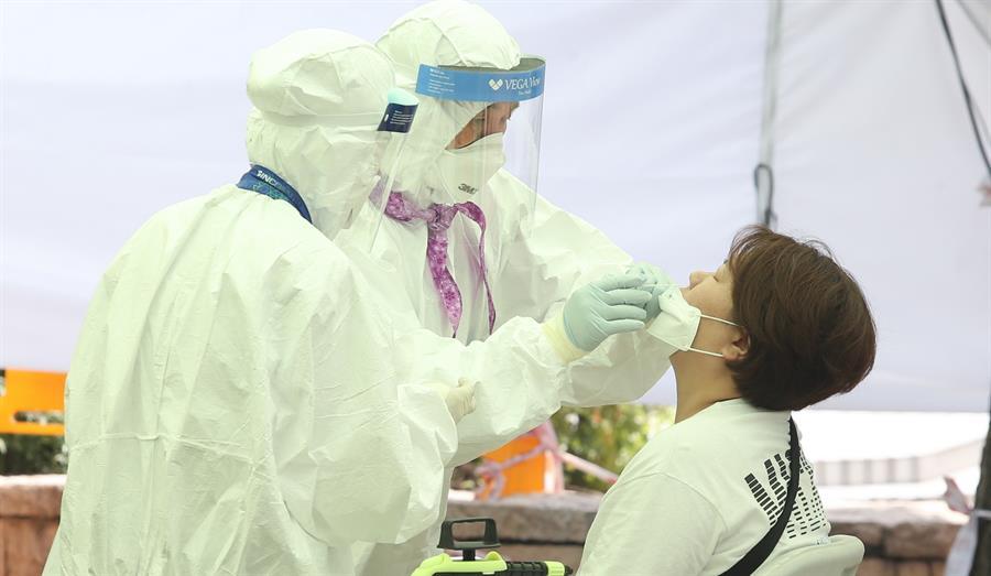 No existe un medicamento que haya sido probado y aprobado por la FDA para el tratamiento del coronavirus (EFE/EPA/Kim Chul-Soo)
