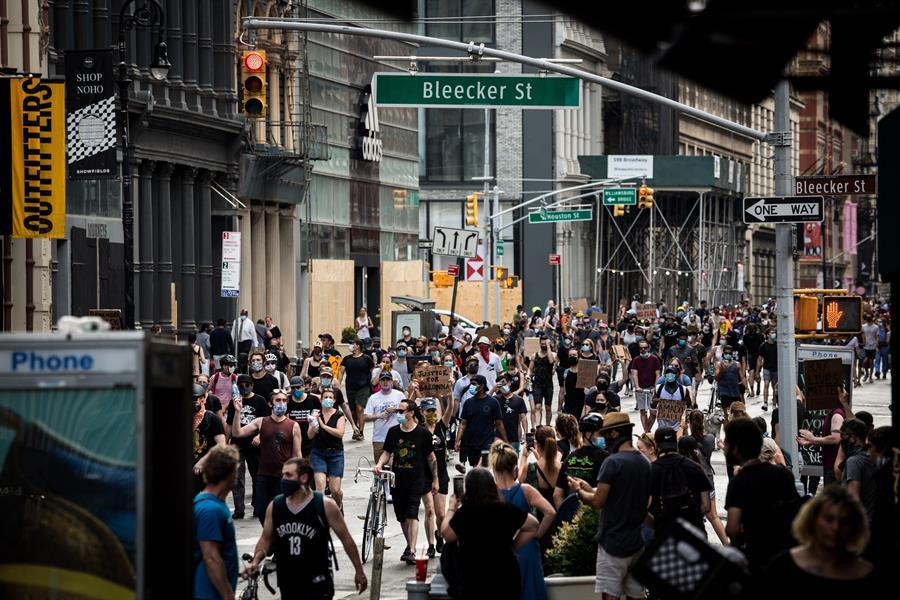 Nueva York levanta el toque de queda y se encamina a la reapertura