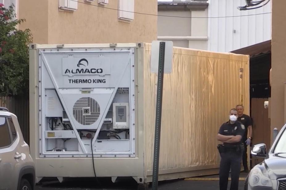 Vecinos afirman que el contenedor llegó hace una semana