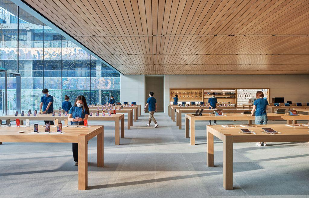 La tienda tiene muchas de las últimas actualizaciones de diseño minorista de Apple