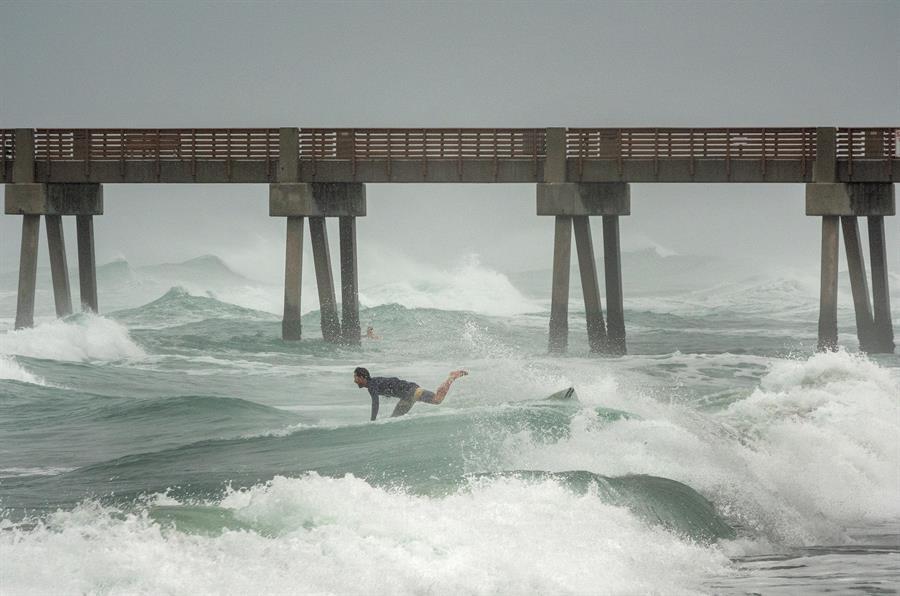 """EN IMÁGENES: Isaías """"pellizcó"""" la costa este de Florida"""