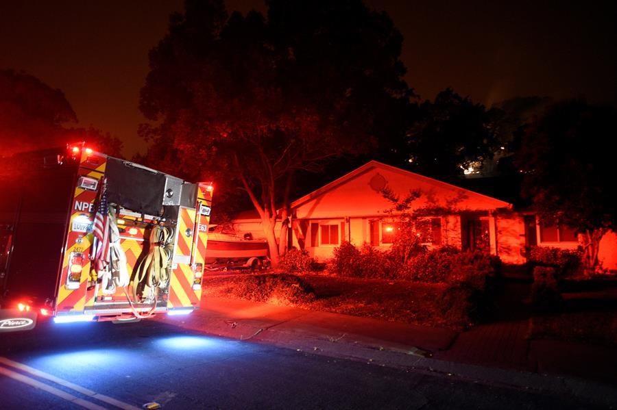 Unidades de bomberos se desplegaron en zonas residenciales