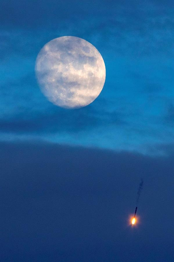 Después de varios intentos, SpaceX lanzó el satélite argentino SAOCOM 1B
