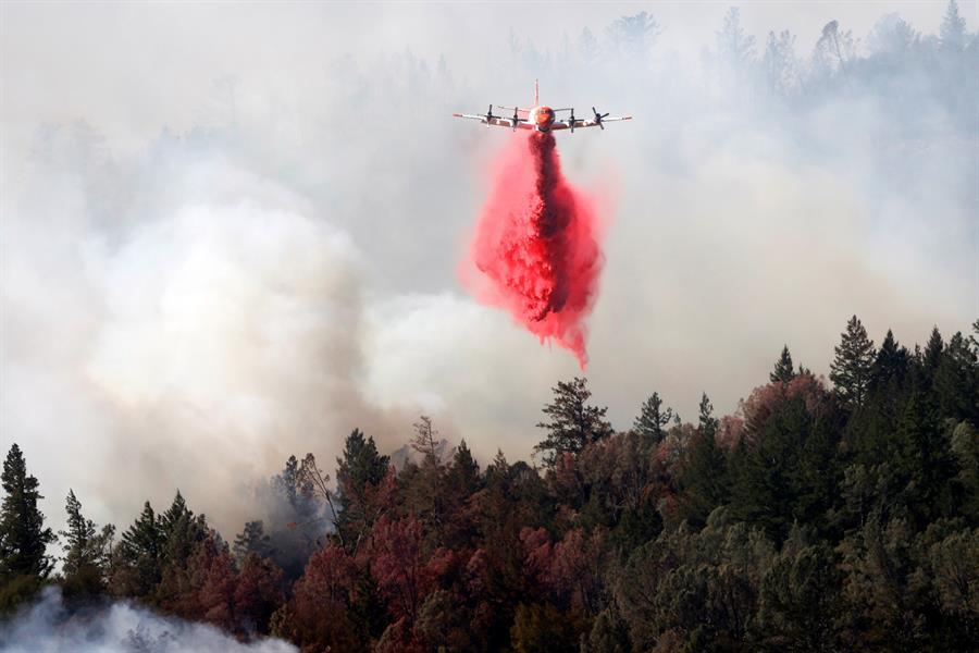 Incendios no dan tregua en California y obligan a evacuar a miles de personas