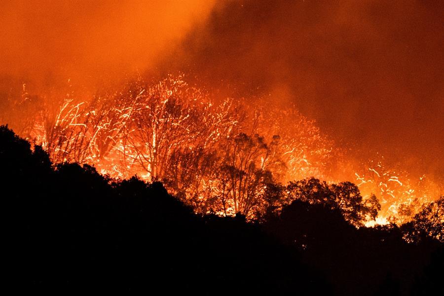 La segunda oleada de incendios en California preocupa por varias razones