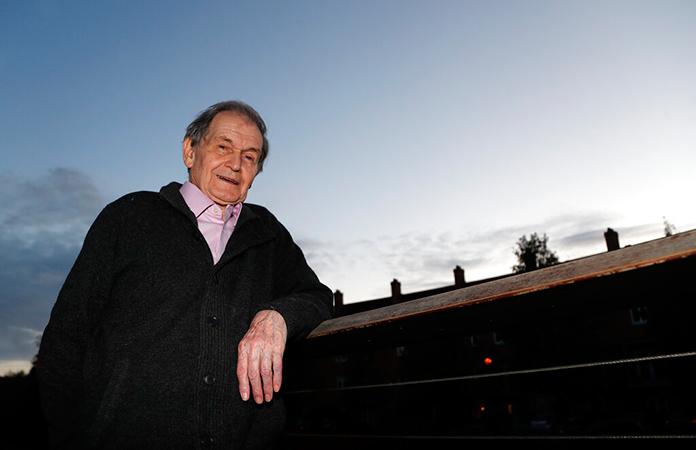 """Las matemáticas """"no era algo con lo que forjarse una carrera"""": breve historia del Nobel de Física, Roger Penrose"""