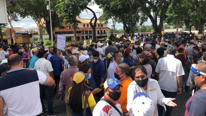 """Estamos ante una estafa en la educación"""": maestros de Venezuela salieron a las calles a protestar - 15 minutos"""