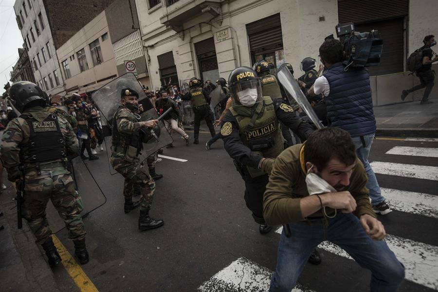 Protestas en Lima a favor del expresidente Vizcarra dejan 27 detenidos