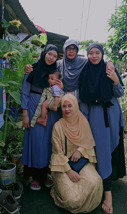 Después de 24 años gemelas indonesias se reencuentran gracias a TikTok