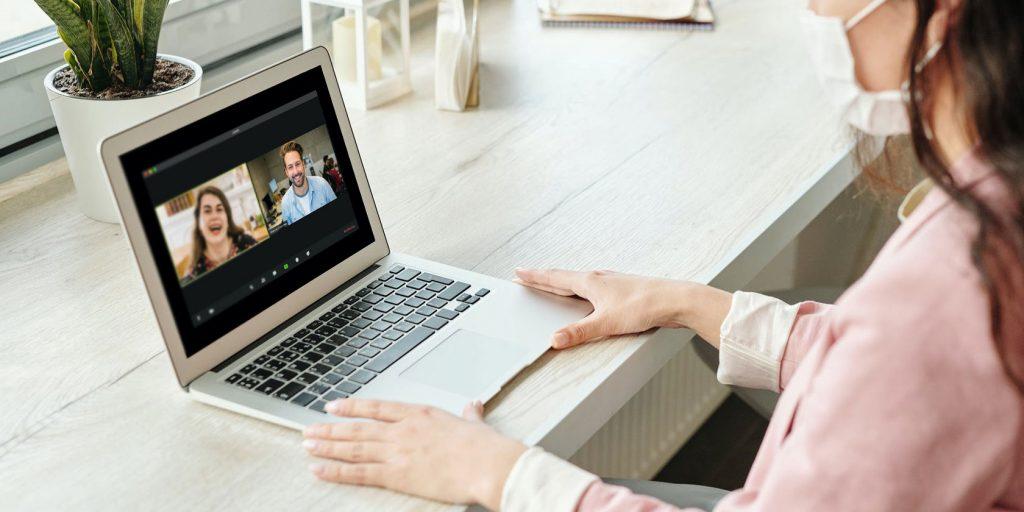 Celebra la Navidad en familia... pero a distancia: ¡La tecnología es tu amiga!