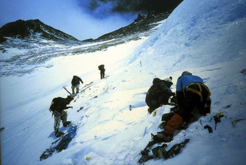 Las autoridades nepalíes están muy preocupados por preservar al Everest.. EPA-PHOTO/EPA/HARISH TYAGI