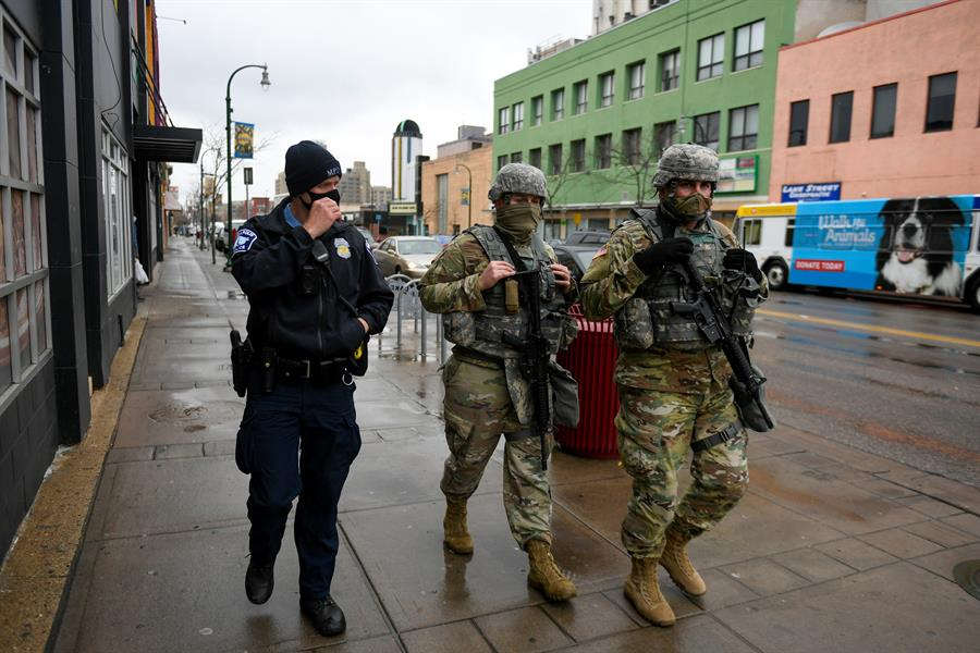 Al menos 40 detenidos durante protestas por muerte de joven afroamericano en Mineápolis