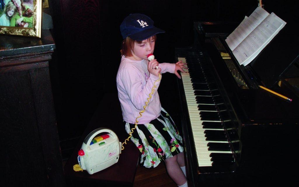 El éxito le sonrió a Billie Eilish siendo muy joven