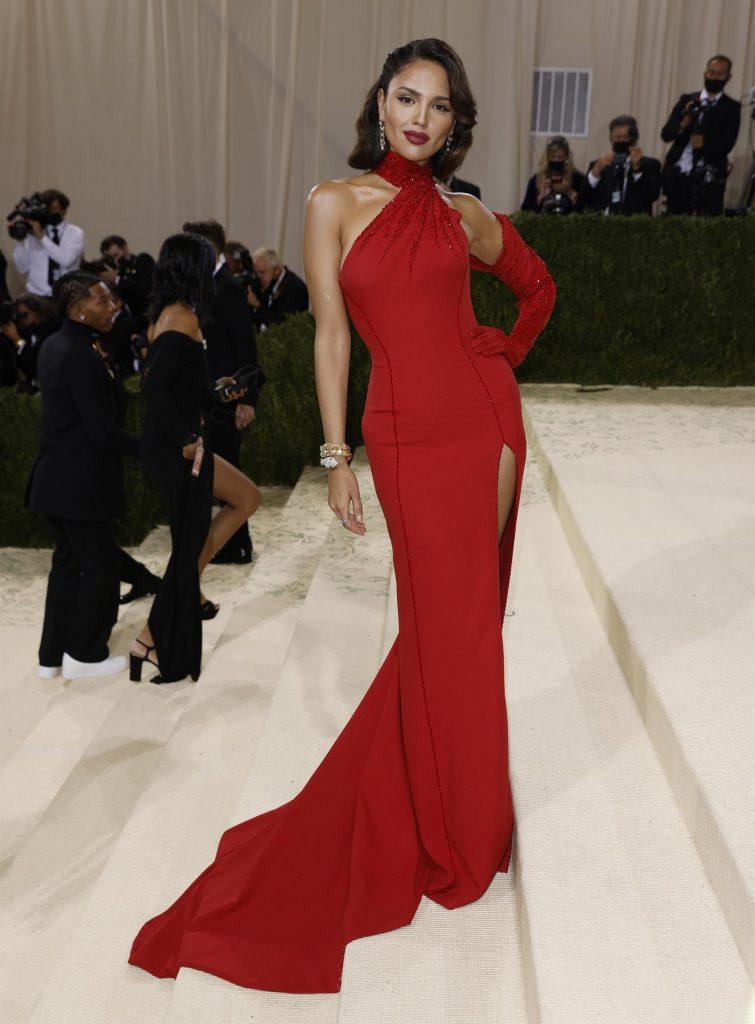 Eiza González deslumbró con un vestido de Versace